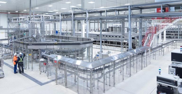 The heart of each of the four KHS lines is the Innofill Glass DRS bottle filler with an output of up to 80,000 bottles per hour.