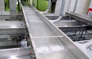 Horizontal motion conveyors replaced horizontal bucket elevators and reduced maintenance costs for a food manufacturer.