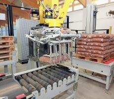 The BEUMER robotpac allows reliable, flexible palletizing of up to 1900 units per hour.