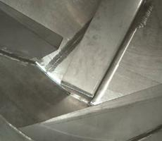Internal mixing flights produce a tumble-turn-cut-fold mixing action that achieves uniform blends.