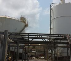 Using two storage silos, Chemours can alternate filling and emptying cycles while the solids scanners provide an accurate continuous indication of inventory.