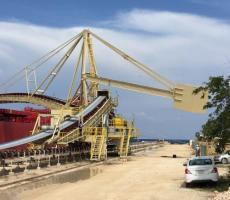 Takraf 6000 tn/hr rail-mounted shiploader