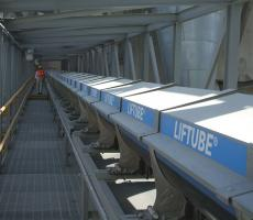 Standard Industrie Lifttube optimizes the sealing of a conveyor belt.