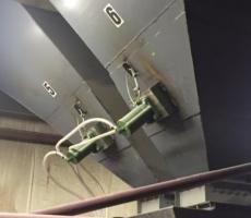 Air knocker on hoppers